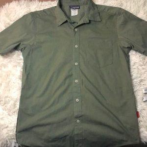 Patagonia collared shirt sleeve green small